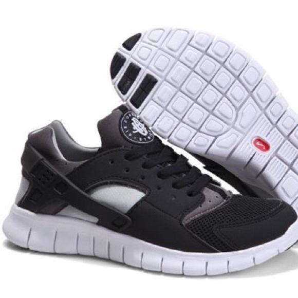 sale retailer b6346 378fb Nike Huarache Free Runs Oreo. M 5b14e2cdd6dc52d6585dc5ef